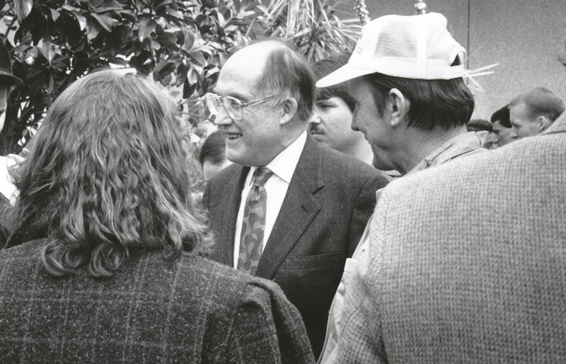 William Rehnquist talks with University of Arizona Law students in the courtyard of the law school