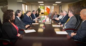 Leaders from the Mexican Foreign Ministry, the University of Arizona and the James E. Rogers College of Law sit around a table to sign a partnership agreement to teach law to Mexican diplomats