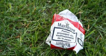 "A discarded package of cigarettes. (<a href=""https://www.flickr.com/photos/s9500/4532279510/"" target=""_blank"">Photo: Flickr/Pictr73, CC BY-NC 2.0</a>)"